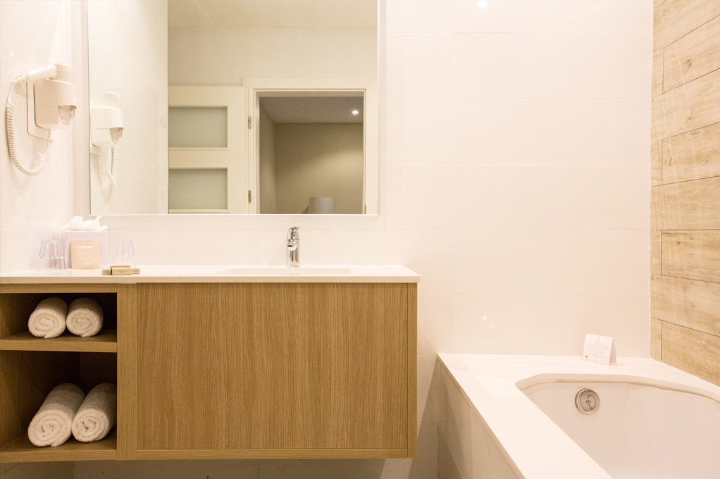 Junior Suite bathroom - Salini Resort