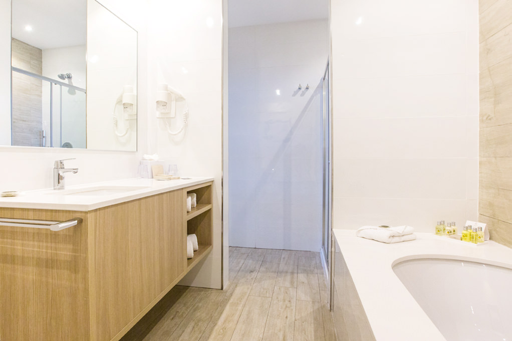 Executive Suite bathroom - Salini Resort